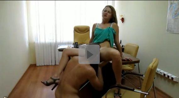 Video porno amador comendo novinha no escritório