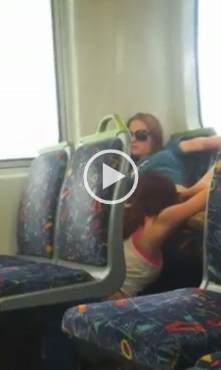 Caiu no whatsapp lésbica novinha chupando sua amiga no ônibus