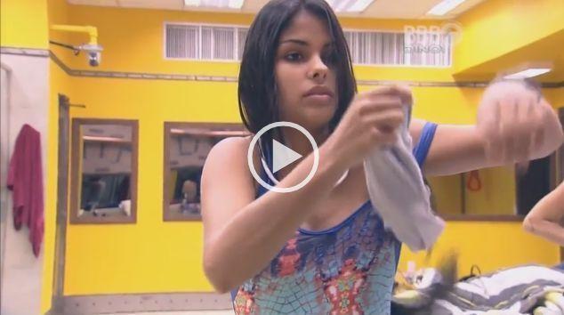 Vídeo pornô amador Munik Nunes BBB2016 pagando peitinho na casa