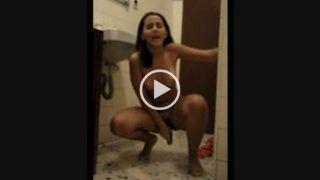 video porno caseiro novinha putaria no banheiro