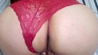 Branquinha bunduda exibindo sua buceta em video porno caseiro