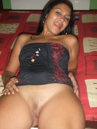Puta dominicana de badoo masturbando en webcam pt 1 - 1 7
