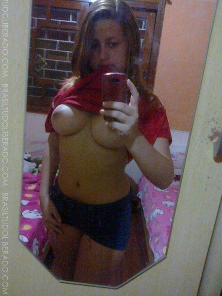 Fotos caseiras de Karine novinha caiu no whatsapp