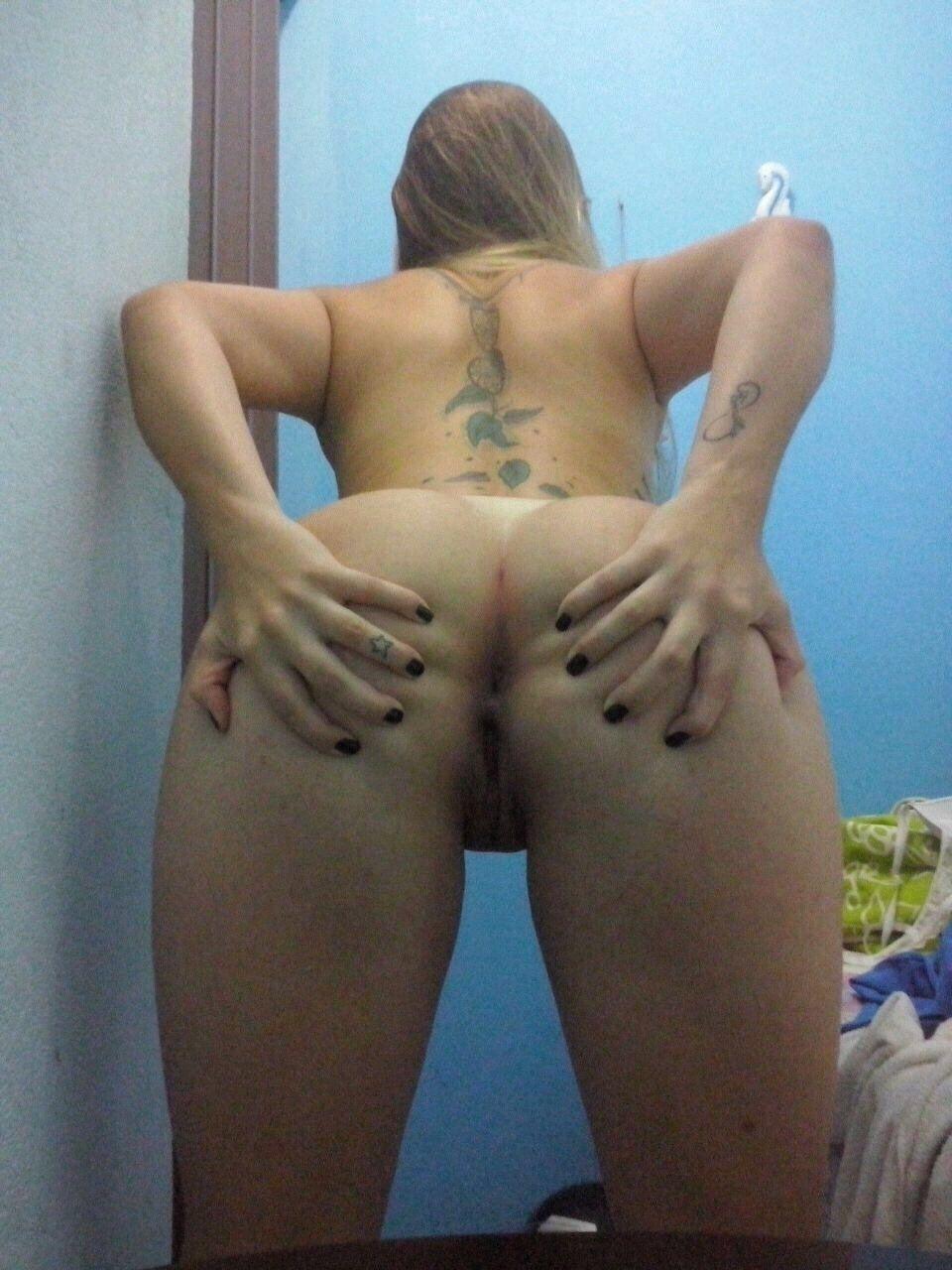 Nudes de loira novinha gostosa branquinha caiu na net