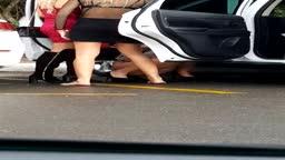 Patricinhas caiu na net fazendo xixi na rua