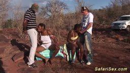 Porno amador com duas negras africanas transando