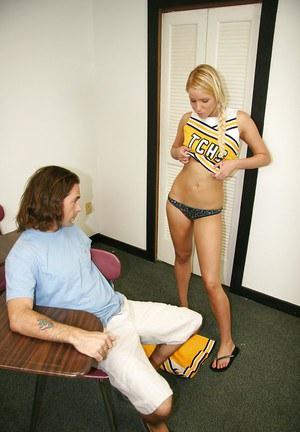 Cheerleader nudes - Fotos com Líder de torcidas (8)