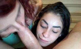 Assistir pornocarioca prima boqueteira ensinando a novinha como chupar um pau